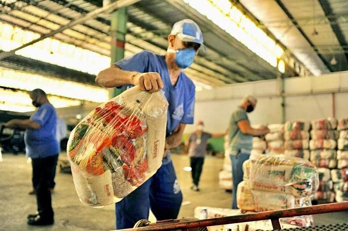 Moradores de 225 municípios goianos já receberam cestas básicas da terceira etapa da Campanha de Combate à Propagação do Coronavírus