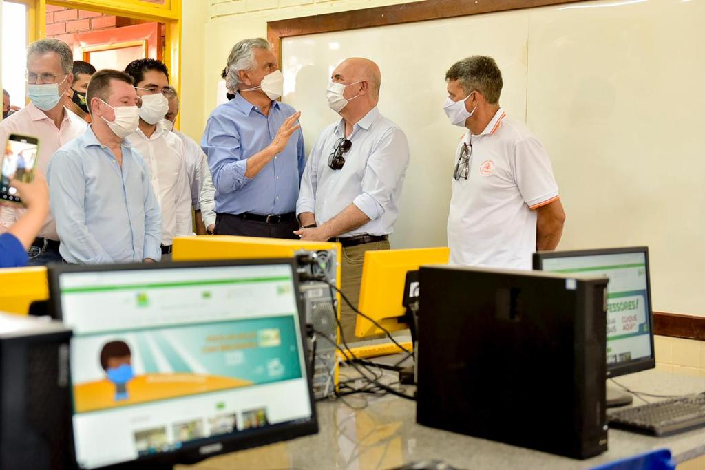 O governador Ronaldo Caiado, ao lado do ministro da Educação, Milton Ribeiro, durante inauguração do novo prédio do Colégio Estadual Guaraciaba Augusto da Silva, em Barro Alto