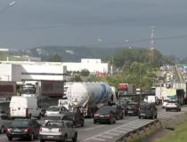 Caminhoneiros prometem greve total em 1° de novembro