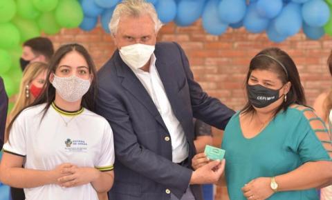 Caiado anuncia R$ 1,9 milhão para obras em 7 escolas da regional de Aparecida de Goiânia e entrega Cartão Alimentação a estudantes