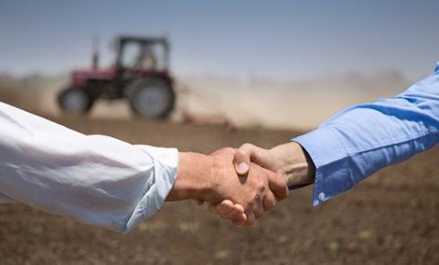 É possível competir no atual cenário da distribuição de insumos agrícolas no Brasil e no mundo?