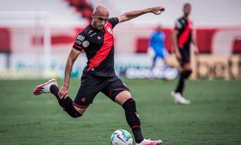 Dudu vibra com classificação do Atlético-GO e curte bom momento no clube