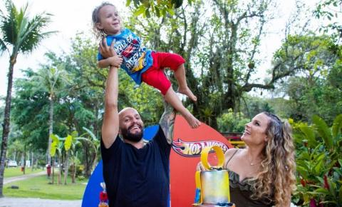 Maíra Charken comemora os quatros anos de seu filho Gael