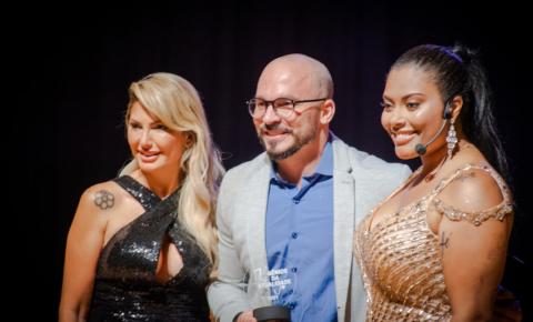 """Leandro Cunha, o """"coach dos famosos"""" é comtemplado com o prêmio """"Gênios da Atualidade 2021"""""""