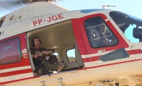 Deputada publica vídeo com fuzil em helicóptero; governo diz que post é desrespeitoso