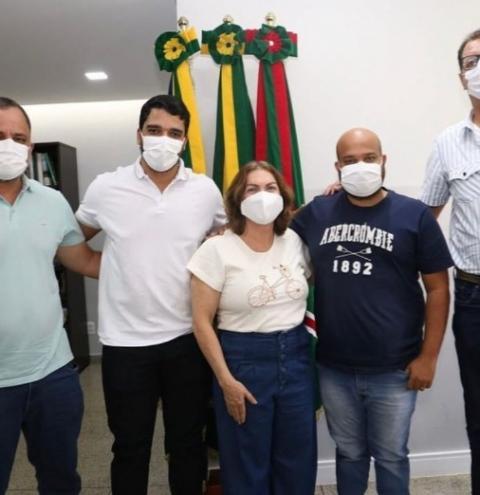 Weslley Cabeção e Johnatan Reis dialogam com Prefeito Marden e Secretária Estadual Fátima Gavioli sobre a construção da escola estadual, no setor São Bernardo